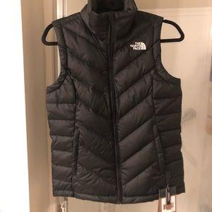 NWT North Face TNF black alpz 2.0 puffer vest